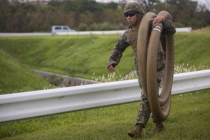 Walk the Line   Marines with Bulk Fuel Company assemble a fuel site [Image 1008]